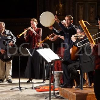 Michel Godard, serpent ; Katharina Bäuml et Birgit Bahr, chalémies ; Peter A. Bauer, percussions ; Johannes Vogt, luth ; Annette Wils, doulciane